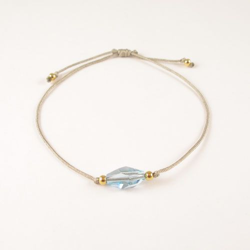 Trendy Bracelet made of facetted Swarovski crystal. The Thread is hand knotted into a sliding knot. The ends of the threads are knotted with goldplated (gold on 925 silver) beads.