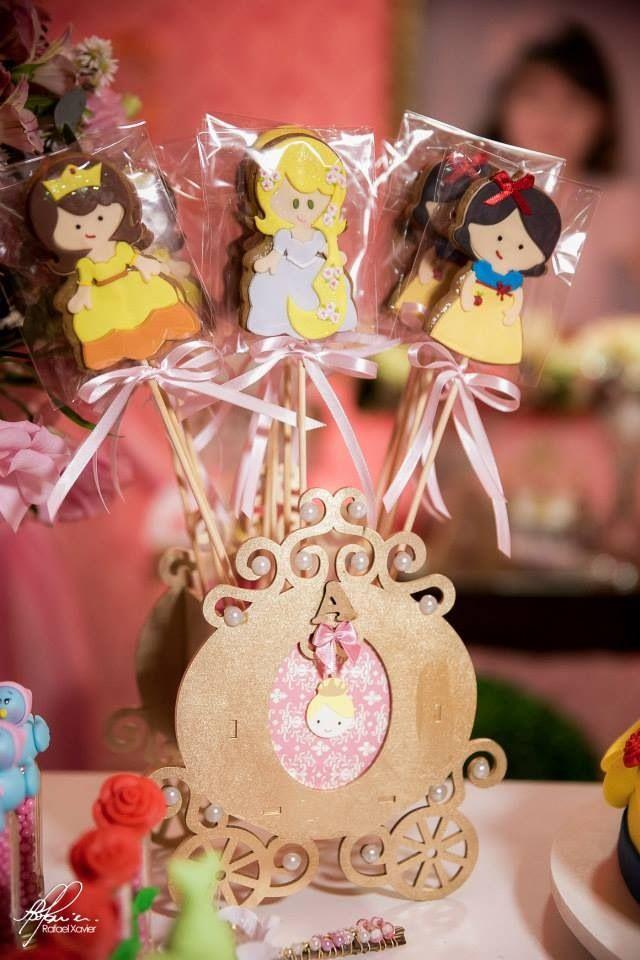 Princesas Decoradas Artesanalmente  !!  Fazemos Qualquer Tema !!!!