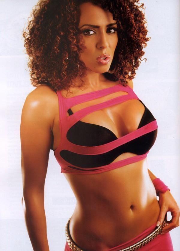 Former WWE Diva Layla El   Layla wwe, Wwe divas, Wwe girls