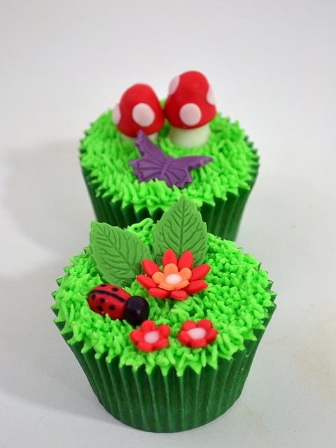 Garden cupcakes - love it!
