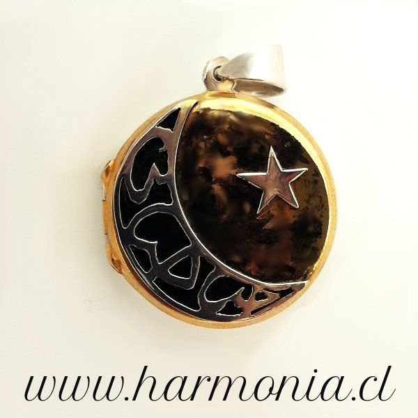 #Locket #Crescent #moon with #name in #arabic with a #star on the #gold #black #smog www.harmonia.cl