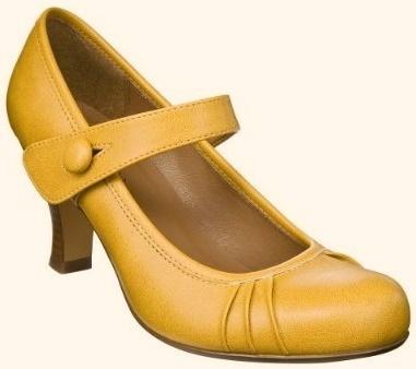 mustard yellow pumps. beautiful!
