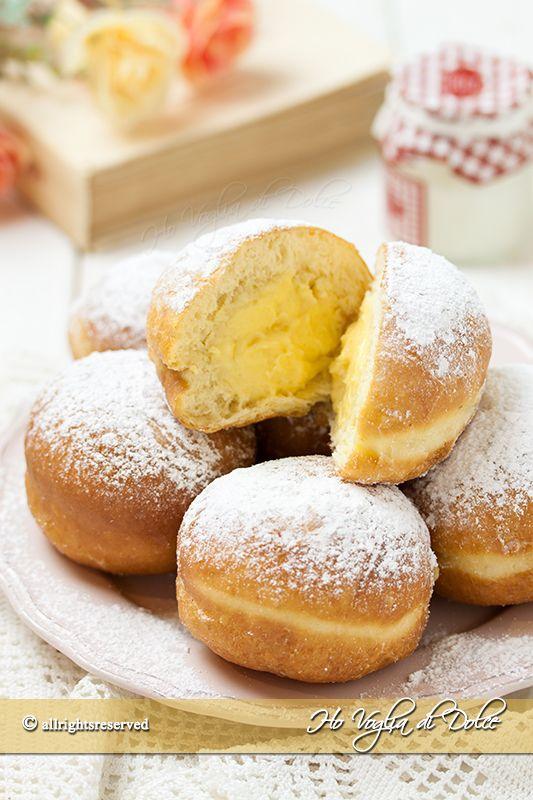 Krapfen o bomboloni morbidissimi dolcetti di origine austriaca, ricetta facile e infallibile per prepararli in casa. Ideali per feste di Carnevale e buffet.