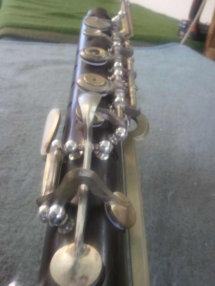 Wenn die gesamte Mechanik aufgepasst ist, wird diese geschliffen und poliert. Danach werden die Klappen galvanisch versilbert.