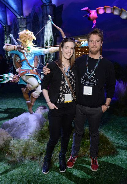 Jake McDorman Photos - Actor Jake McDorman (R) and his sister (L) visit the Nintendo booth at the 2016 E3 Gaming Convention at Los Angeles Convention Center on June 15, 2016 in Los Angeles, CA - Nintendo Hosts Celebrities At 2016 E3 Gaming Convention