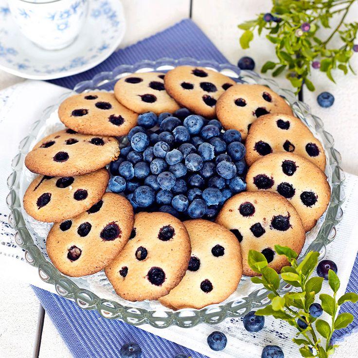 Härliga blåbär får ge smak till småkakorna. Foto Roger Olsson
