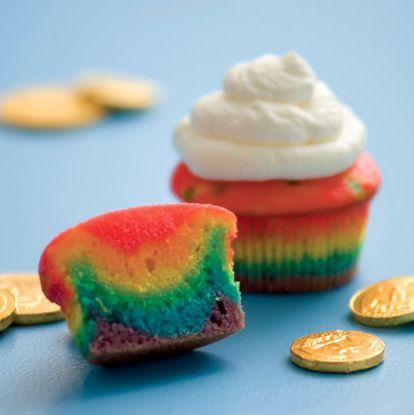 Et si vous mettiez un peu de couleurs dans vos futurs goûters ? #ZoomOn vous propose une petite recette de cupcakes rainbow pour réveiller l'enfant qui est en vous.