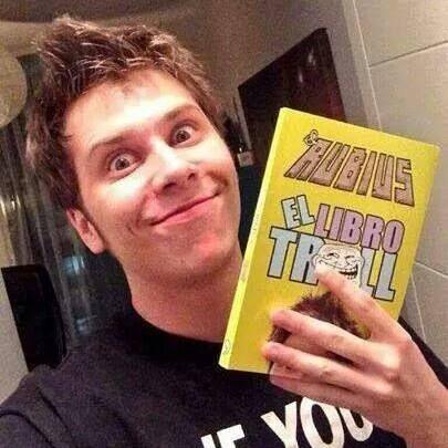 el nuevo libro de el rubius *__* <3 y lo tengo :3