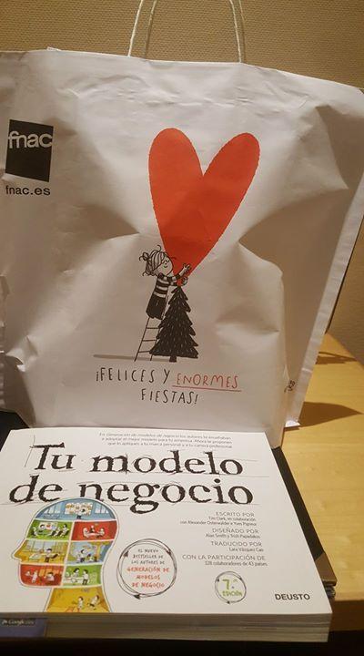 El último día del Madrid    책을 사고 fnac에서 봉투에 담아주는데 어쩜 이리 이쁠 수가 이런 작은 디테일이 마케팅이 아닐까?라는 생각과 아쉬움이 많이 남는 이번 일정에 마지막 미팅 하나를 남겨두고 있다.  아니모 animo!!!