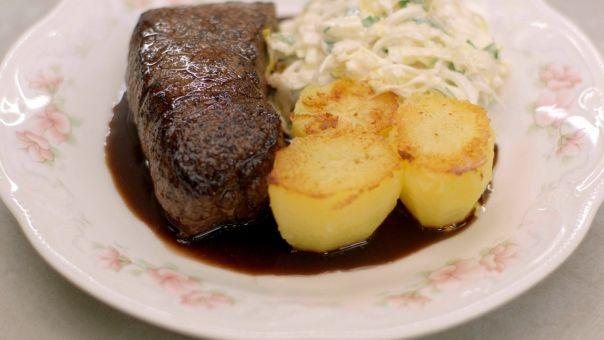 Fondant aardappelen. Aangepast recept (via Mike): Aardappelen in gelijke stukken snijden (kan uitsteken met een steker). Bruin bakken in olie. Bouillon erop en dan tien minuten zachtjes garen. Afdekken met bakpapier. In de pan laten afkoelen en op smaak brengen.