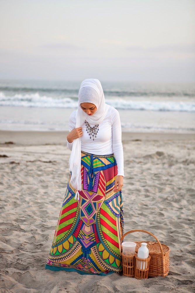 picnic fun at the beach hani hulu picnic basket pottery barn maxi skirt hijabi fashion