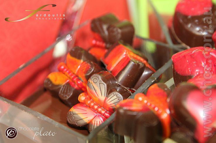 Strawberry Chocolates made in #Australia #darkchocolate #strawberrycremes #gifts #online #Australiawidedelivery #luxurygifts #chocolate #Sydney #David Jones #strawberry #giftboxes