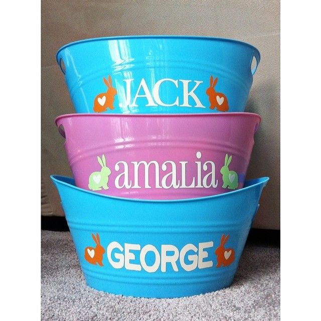 Love these Easter Baskets Jen made using Dollar Store buckets, vinyl & her Silhouette | Messily Ever After #instagram