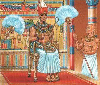La falda del faraon se hacia con lino fino y posiblemente se adornaba con hilo de oro, mientras que la pequena falda que llevaban los plebeyos eran de fibras vegetales o de cuero, los tejidos varian segun el rango social.