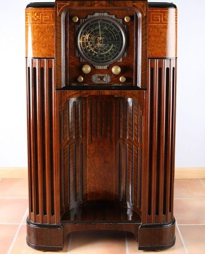 Art Deco Vacuum Tube Radio In 2020 Antique Radio Vintage Radio Retro Radios