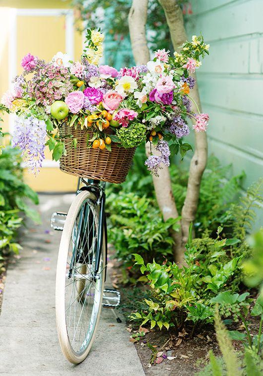 flores na cesta da bike: romântico e nostálgico!