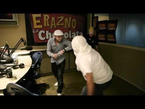 Gerardo Ortiz se pelea en El Show de Erazno y la Chokolata - YouTube-ESTO ESTA PARA REIRSE!!!