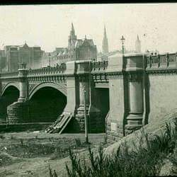 Princes Bridge in Melbourne in 1890.