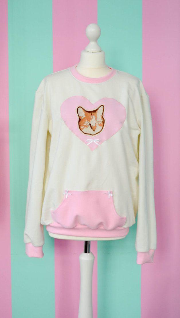 ♪♫♥Süßer Katzen Pullover kawaii♥♫♪  Süßer Katzen Pullover mit Katzen-Stickerei und Strasssteinen.  Du kannst uns auch auf Facebook finden! Wir freuen uns immer über Besuch...