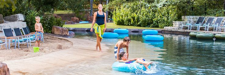 Enjoy a family-friendly Texas resort only 20-min from the San Antonio Riverwalk. Float down our 950 ft. lazy river along with the rest of our 5-acre water park!