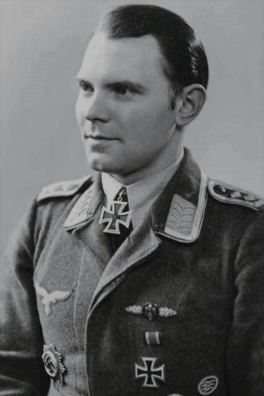 Oberfeldwebel Heinz Vinke (1920-1944), Flugzeugführer in der 11./Nachtjagdgeschwader 1, Ritterkreuz 19.09.1943, Eichenlaub (465) 27.04.1944