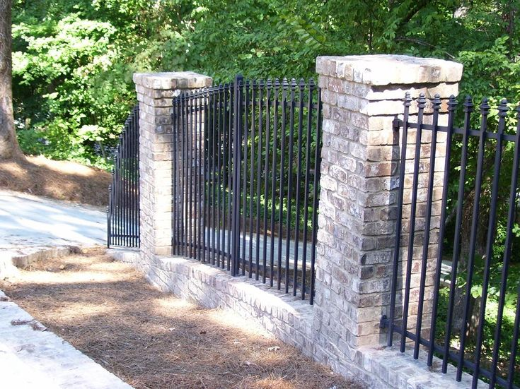 Best 25 iron fences ideas on pinterest wrought iron for Brick and wrought iron fence designs