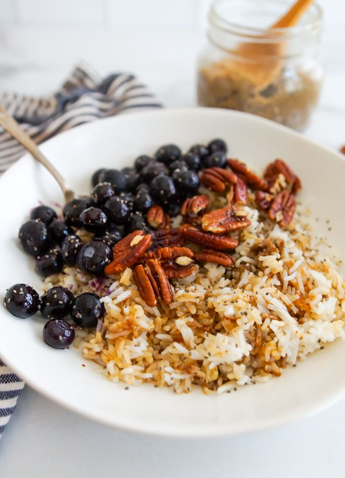 Blueberry and Salted Pecan Breakfast Grain Bowl - Bake at 350° Savory Breakfast, Sweet Breakfast, Breakfast Bowls, Breakfast Recipes, Breakfast Ideas, My Favorite Food, Favorite Recipes, Bowl Of Cereal, Grain Bowl
