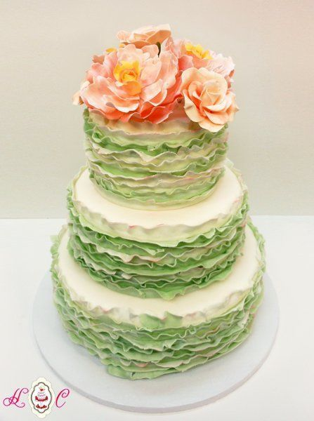 Pièce montée 2017  Gâteau à la volaille verte par Heavenly Confections #weddings