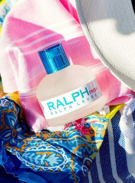 Ralph Fresh: es una fragancia de la familia olfativa Floral Frutal para Mujeres. Esta fragrancia es nueva. Ralph Fresh se lanzó en 2015. Las Notas de Salida son limón (lima ácida), sandía y mandarina las Notas de Corazón son magnolia, fresia y rosa las Notas de Fondo son azucena blanca, notas amaderadas y almizcle.