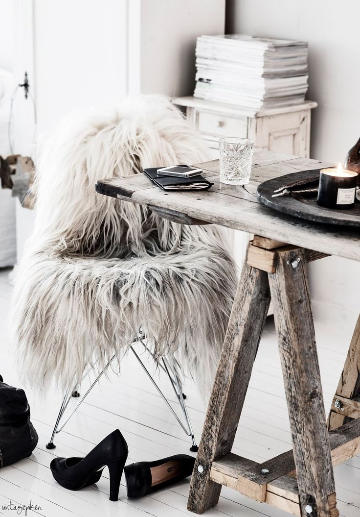 = sawhorse table and fur = Vintagepiken