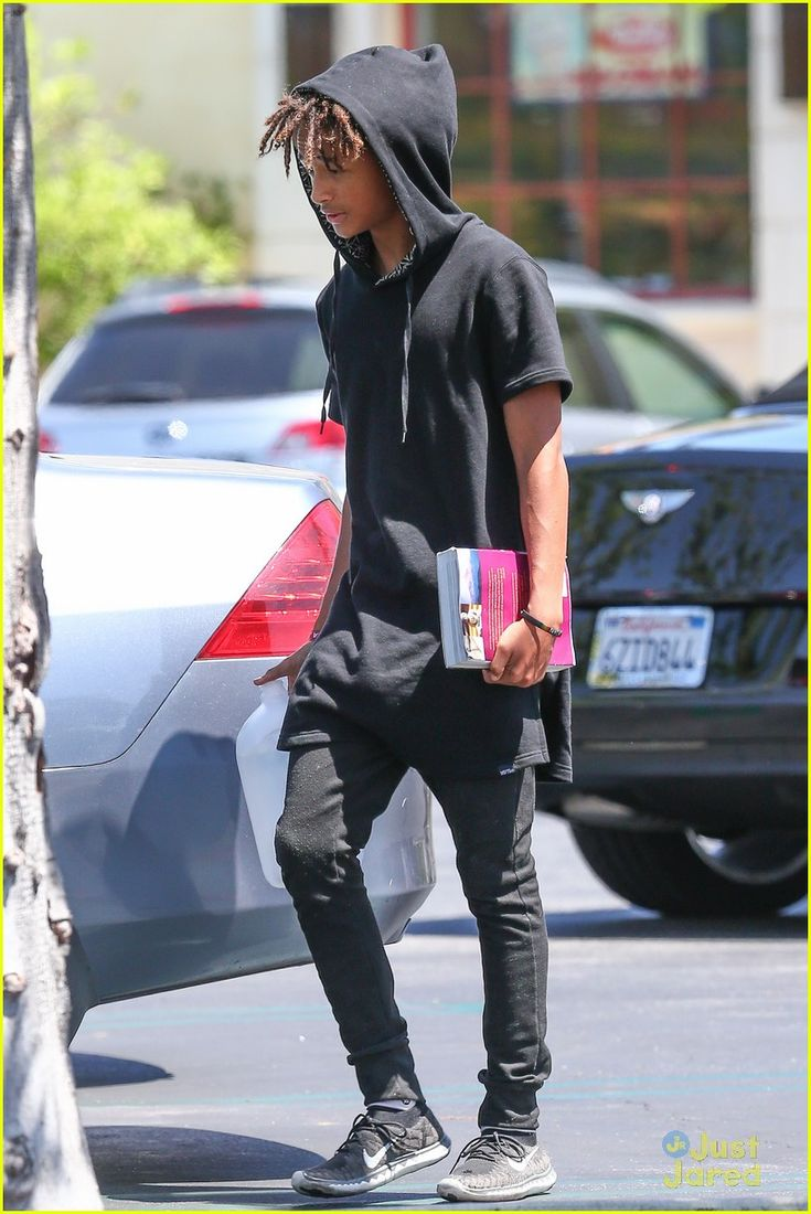 Kylie Jenner Runs into Jaden & Willow Smith at Calabasas Commons! | kylie jenner jaden willow smith calabasas commons 16 - Photo