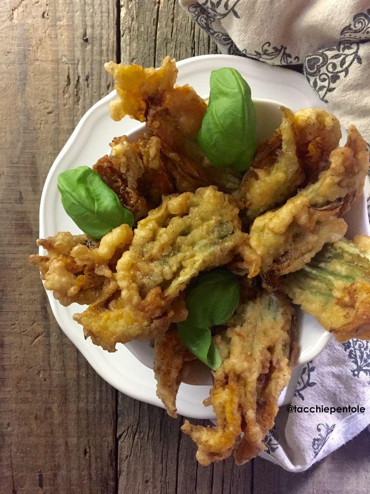 i fiori di zucca ripieni e fritti sono uno dei miei piatti preferiti. Non occorrono tante parole, sono fritti, sono buoni e sono colorati!
