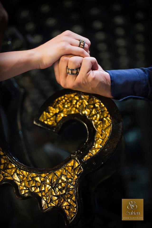 Sabion creează bijuterii care unesc destine. Dacă destinul vostru împreună stă sub semnul imaginației, al experiențelor inedite și al nonconformismului, poate veți simți că verighetele unice în lume, din tantal și aur galben, vă definesc. http://sabion.ro/shop/