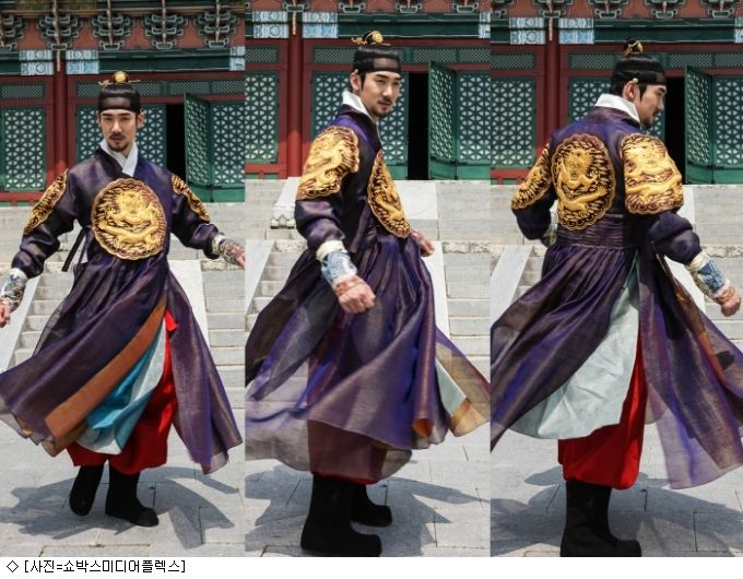 Korean Mens Hanbok modernised in style and colour for film 'The Royal Tailor'. Shows the many layers underneath that create volume and depth [Showbox Mediaplex   inews24.com]
