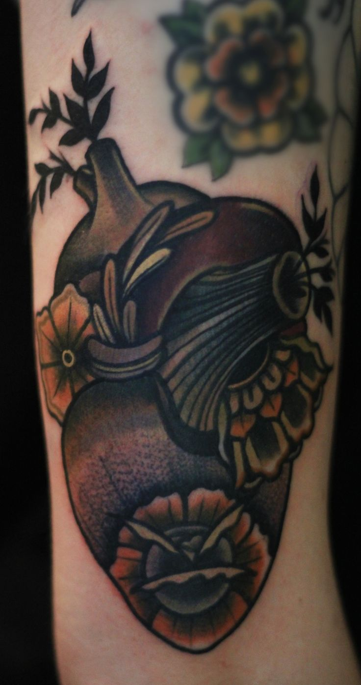 Floral/flower anatomical heart tattoo on the arm or leg | Ibi Rothe at Owlkikiwood in Leipzig, Germany