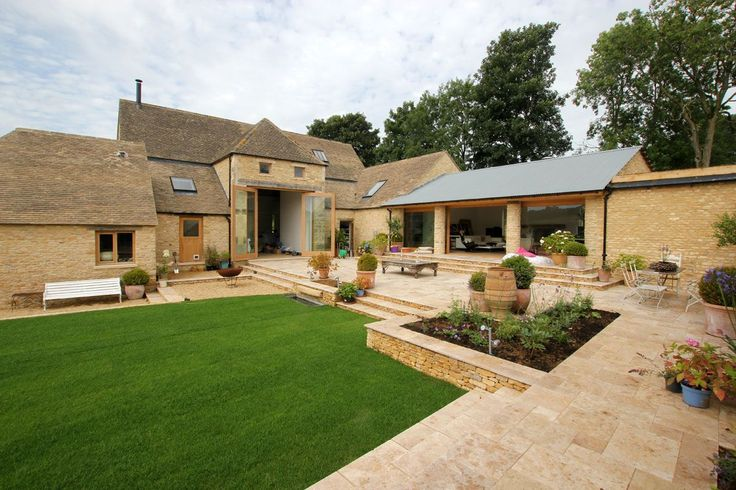 We like a modern/contemporary build mixed with more traditional looking build