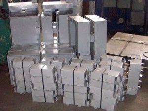 Cutie distributie, manson, protectie superioara si protectie inferioara  – cutie de distributie (cutie simpla cu doua inchideri si cutie cu inchidere  suplimentara)  Rack-uri 19″ sau ETSI     Un set pentru un bloc cu 4 nivele include:  – cutie distributie – 1 bucata/set  – manson lung (2,3m) – 3 bucati/set  – manson scurt (1,9m) – 1 bucata/set  – protectie superioara – 4 bucati/set  – protectie inferioara – 4 bucati/set