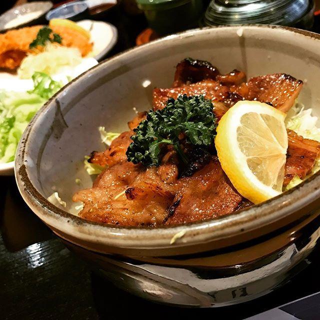 昼はいいものを食べたいお年頃  #カルビ丼 #肉 #うまかった #胃もたれ が#心配なお年頃 #ランチ #お腹いっぱい #眠くなる