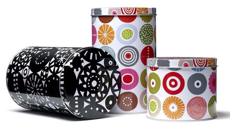Viele Muster, die von der Klippan Wollfabrik (Schwestermarke) als Stoffmuster mit Fertigware angeboten werden, gibt es bei Bengt & Lotta als Schneidebretter und Tabletts. http://www.scandinavian-lifestyle.de/Marken/Bengt-und-Lotta/Kueche