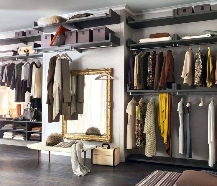 Tutto perfettamente in ordine, come in un'esclusiva boutique.  Novenove, il sistema per creare la vostra personale cabina armadio #lemamobili #collezioni #cabinearmadio #novenove #rossimobili #botticino