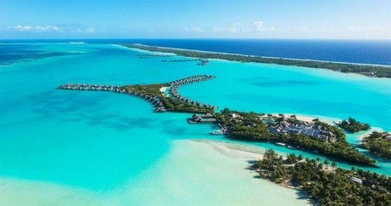 Exista 8 vile de lux amplasate pe apa cu jacuzzi privat si 5 vile amplasate pe apa cu 2 dormitoare si piscine private construite deasupra lagunei - primele de genul acesta in Polinezia Franceza.