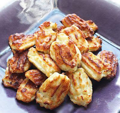 Tortitas de coliflor con queso rallado,sin harina.