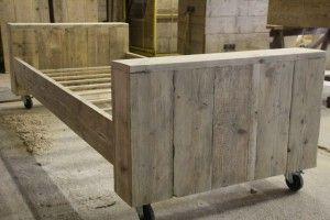 Zelf bed maken van steigerhout rond bestaand bed for Bed van steigerhout maken