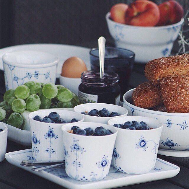 Breakfast #royalcopenhagen #breakfast #coffee #luxury #morning #decor #design #interior #interiør #inspiration #home #BlueElements #BlueFlutedPlain Credit: @birklykke