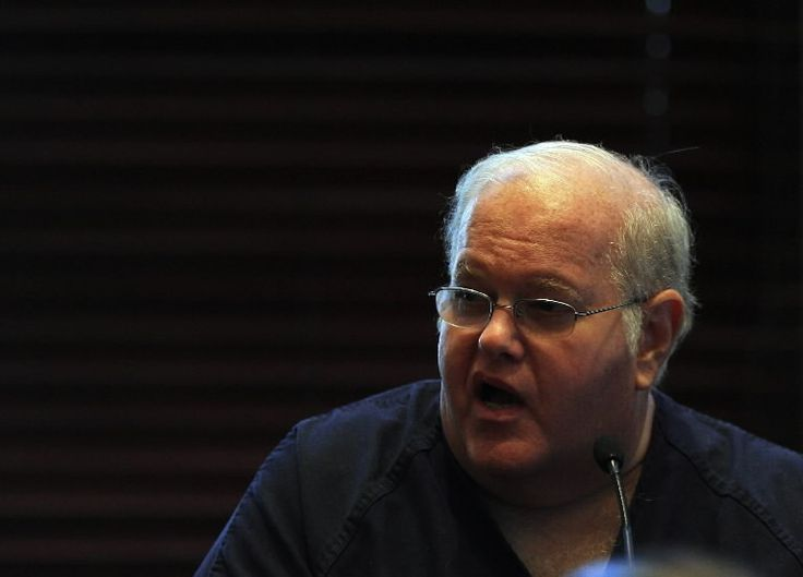 """Disgraced boy-band mogul Lou Pearlman gets the """"Vanity Fair Confidential"""" treatment at 10 p.m. Monday (today) on Investigation Discovery."""