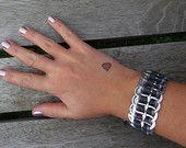 Flache pop Registerkarte Armband mit grauen & Silber Band