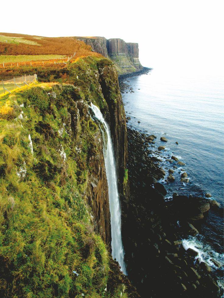 La Isla de Skye presenta paisajes espectaculares, quizás de los más espectaculares que ver en Escocia.