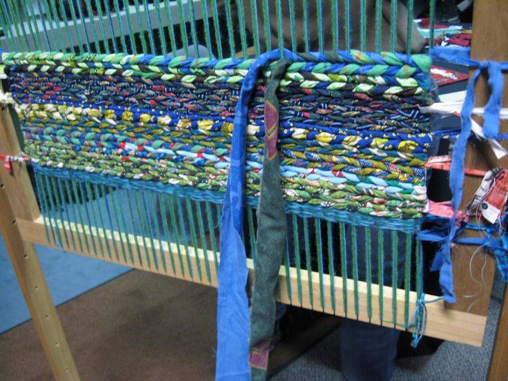 Rug Loom, Rug Making, Handmade Rugs, Craft Night, Rag Rugs, Craft Projects,  Rug Weaves, Fabric Strips, Small Quilts