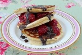 Scotch pancakes with raspberries and chocolate