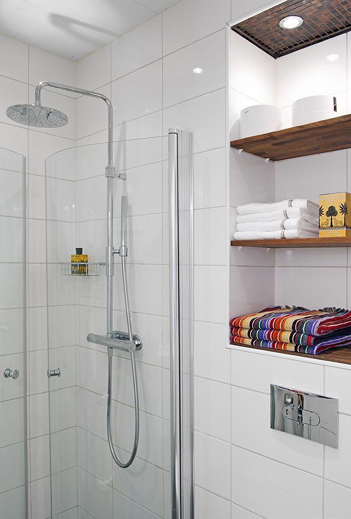 Jeg er ret vild med at lave indbygget hylder, som dette i badeværelset. Det fungerer rigtig godt ift. rumudnyttelse, også...